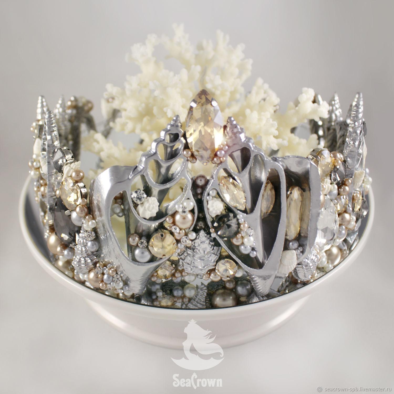 этом фото настоящих корон из ракушки его словам